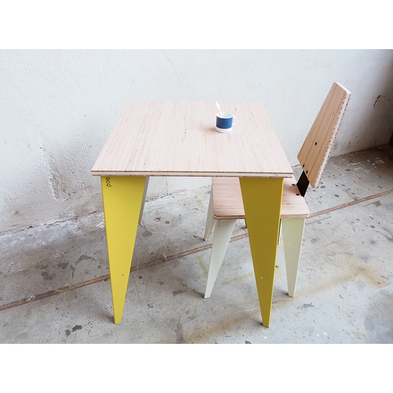 table bistrot carr e papillon bleu carmin design. Black Bedroom Furniture Sets. Home Design Ideas